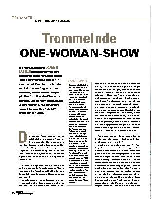 Trommelnde ONE-WOMAN-SHOW